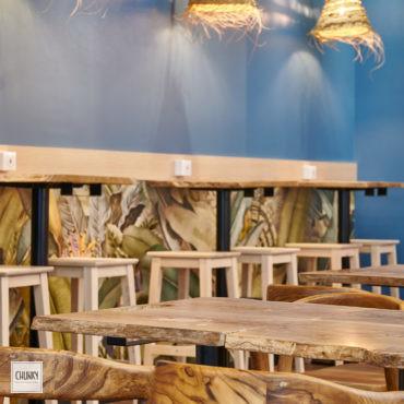 Focus mobilier sur-mesure pour le projet d'aménagement d'un restaurant indonésien à Saint-Pierre d'Irube, dans la galerie du cnetre commercial Amtzondo
