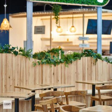 Focus terrasse sur-mesure pour le projet d'aménagement d'un restaurant indonésien à Saint-Pierre d'Irube, dans la galerie du centre commercial Ametzondo